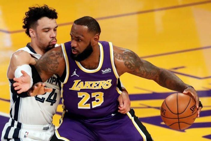 Towns anotó 25 y Horford 16; Lakers, Jazz y Mavs triunfaron