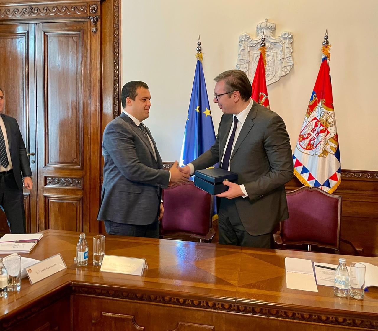 Kremlev se reúne con el presidente serbio Vučić para discutir el Campeonato Mundial de Boxeo AIBA
