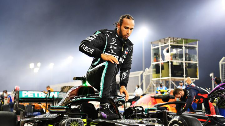Lewis Hamilton pacta contrato por un año con Mercedes