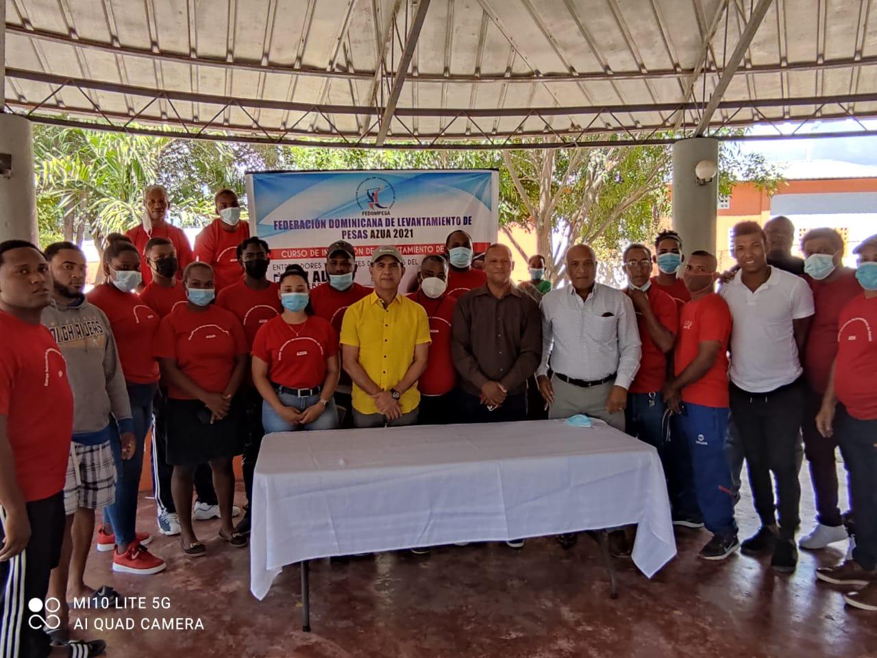 Federación de Pesas clausura curso de capacitación en Azua