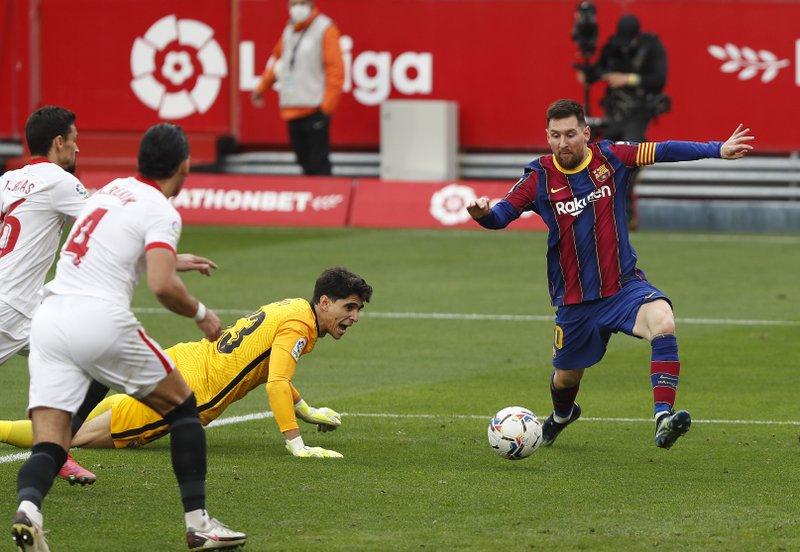 Messi brilla en la victoria del Barcelona 2-0 sobre Sevilla