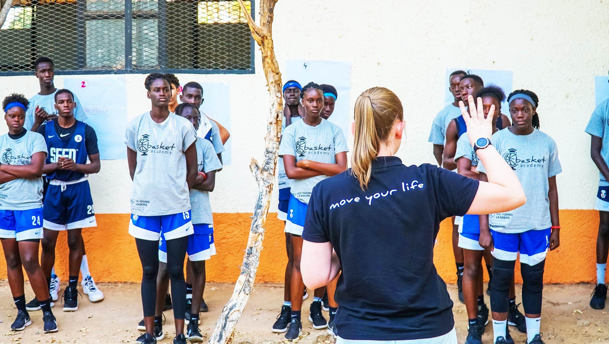 COI hace frente a la igualdad de género a través del baloncesto
