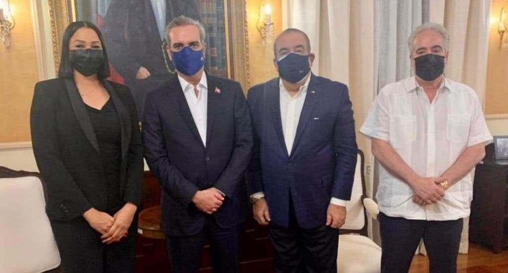 Presidente Luis Abinader atiende reclamos de Cristóbal Marte