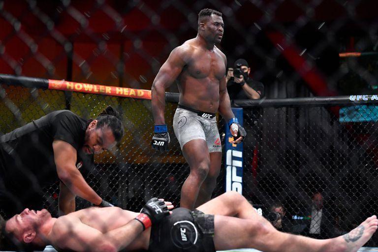 El brutal campeón de los pesados de la UFC que vivía en la calle