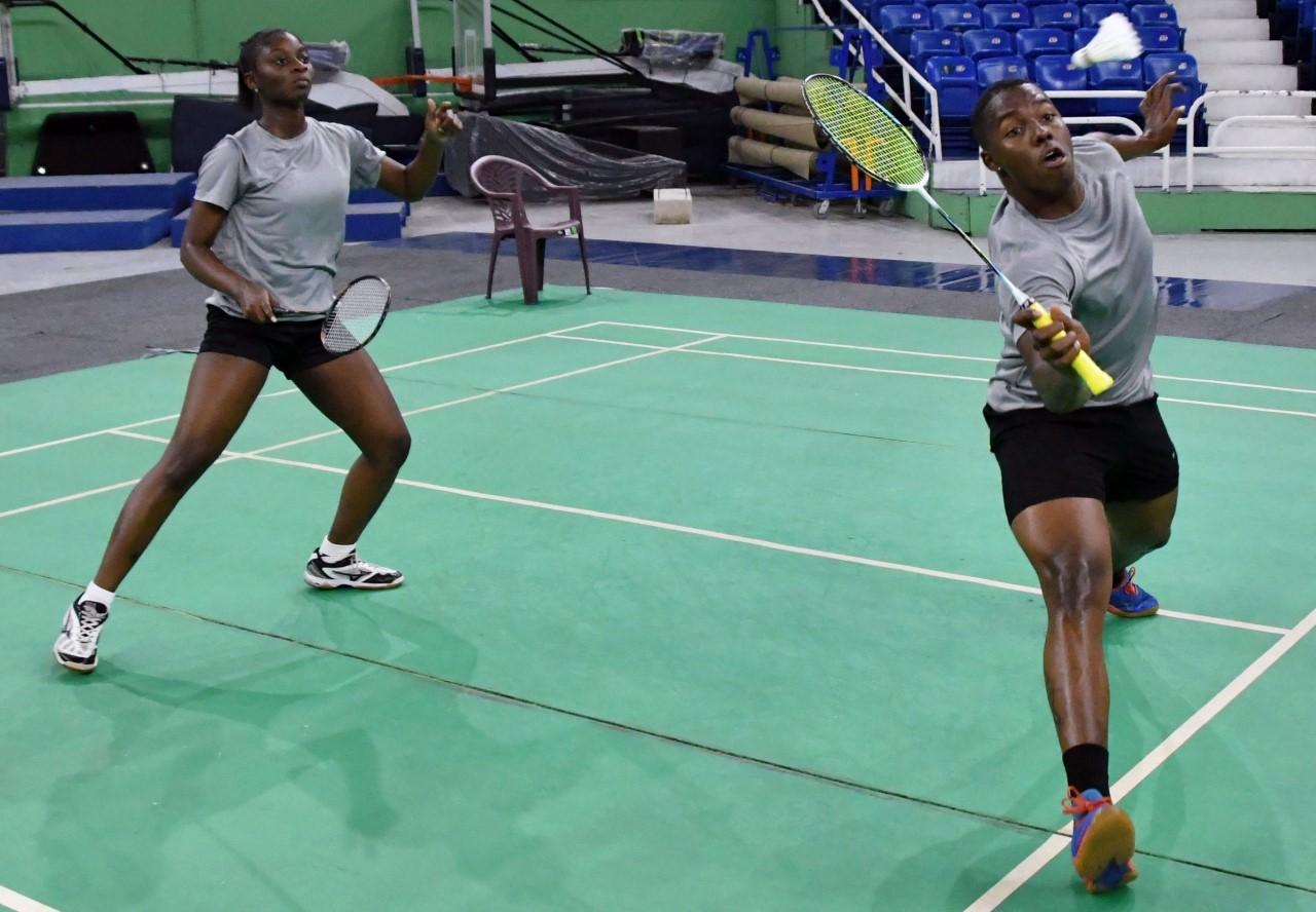 Linarez, Pie y Mariñez brillan en inicio Bádminton Santo Domingo Open