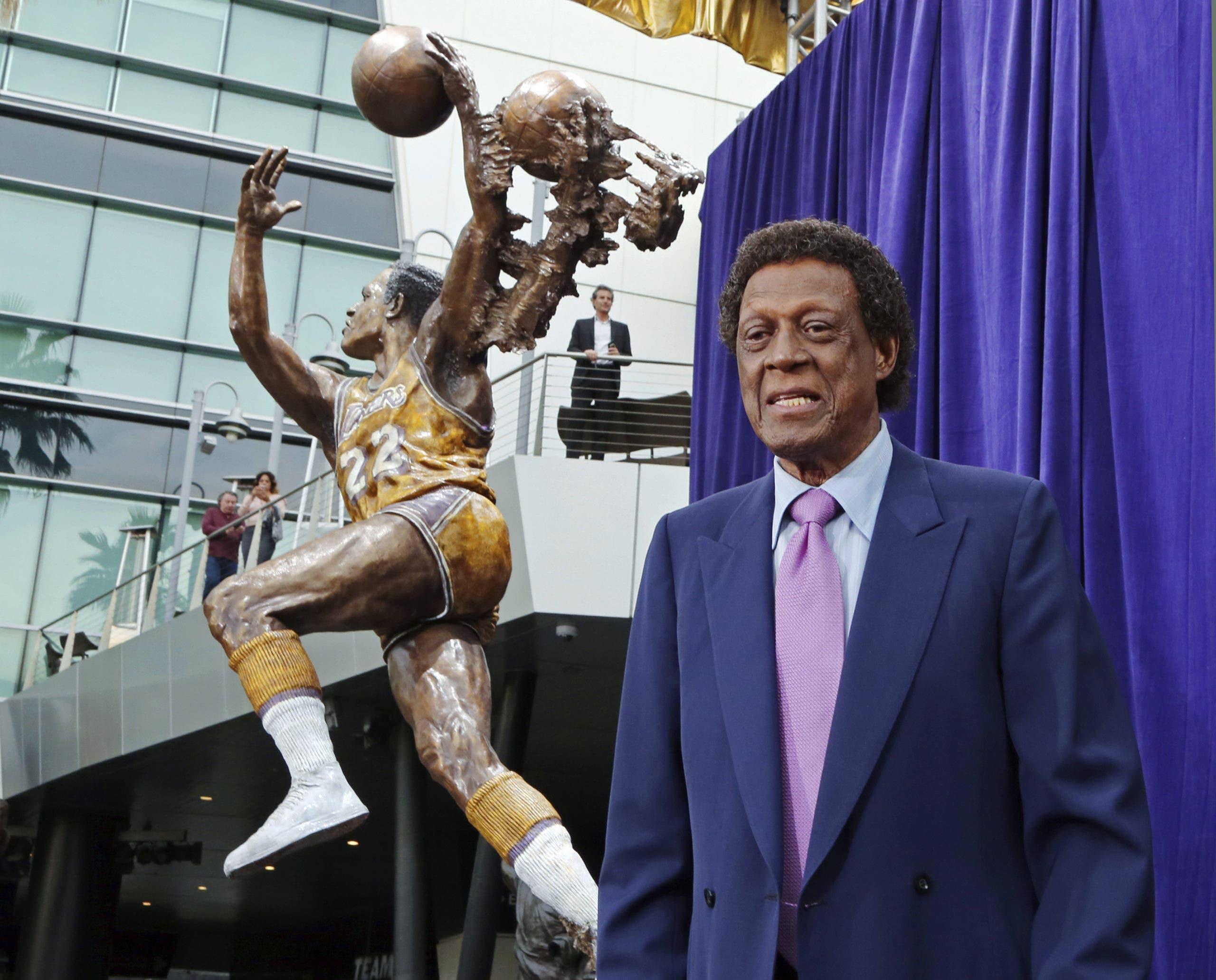 Elgin Baylor, leyenda de los Lakers, fallece a los 86 años