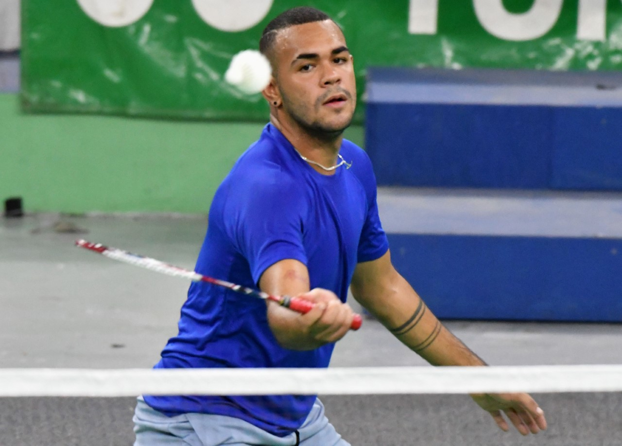 Mariñez y Linares aseguran cinco de bronce en torneo Bádminton
