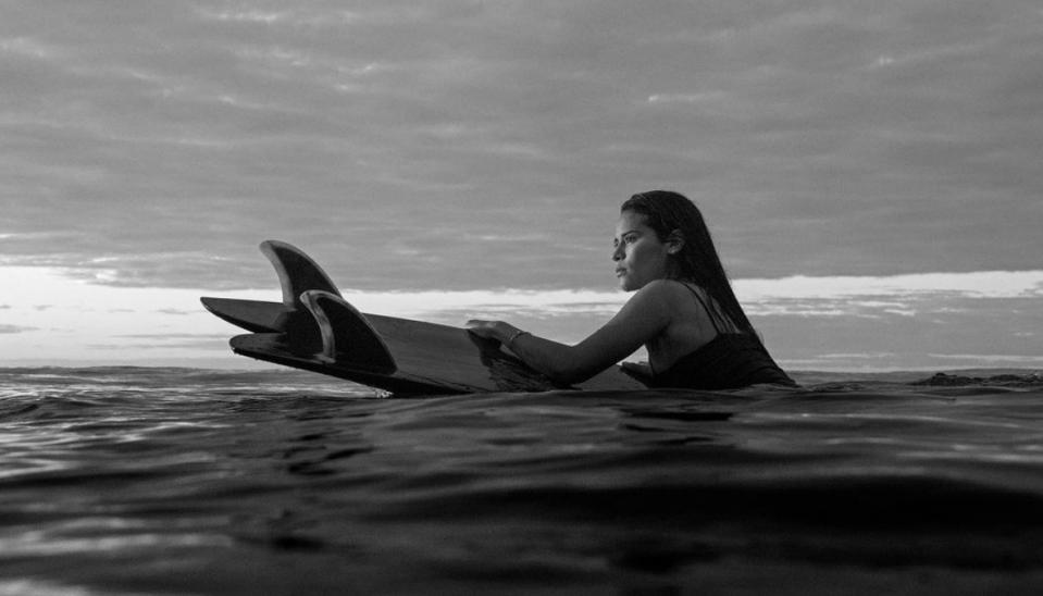 Surfista fallece por el impacto de un rayo mientras entrenaba
