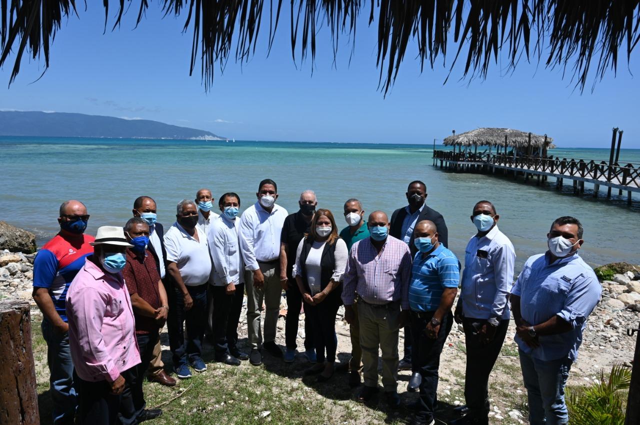 Fedona, autoridades y empresarios se reúnen por rescate piscina olímpica Barahona