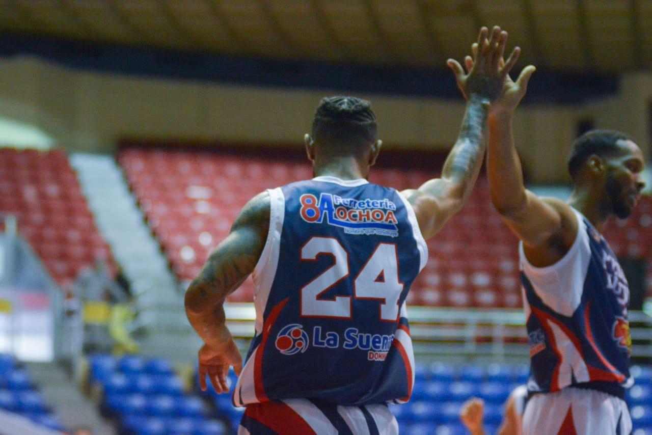 Pueblo Nuevo y Cupes triunfan en el baloncesto de Santiago