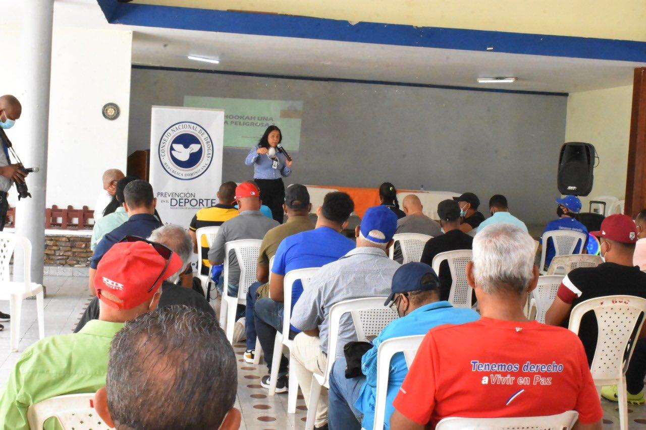 Ministerio de Deportes y CND capacitan a más de 60 entrenadores de La Vega y Bonao
