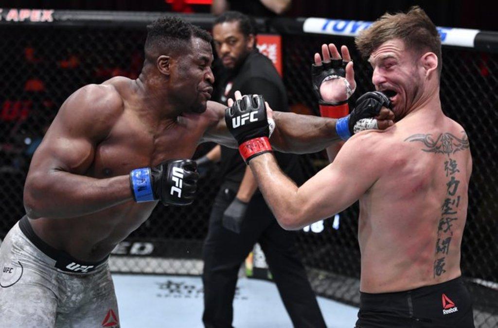 Ngannou apaga a Miocic y es campeón peso pesado de la UFC
