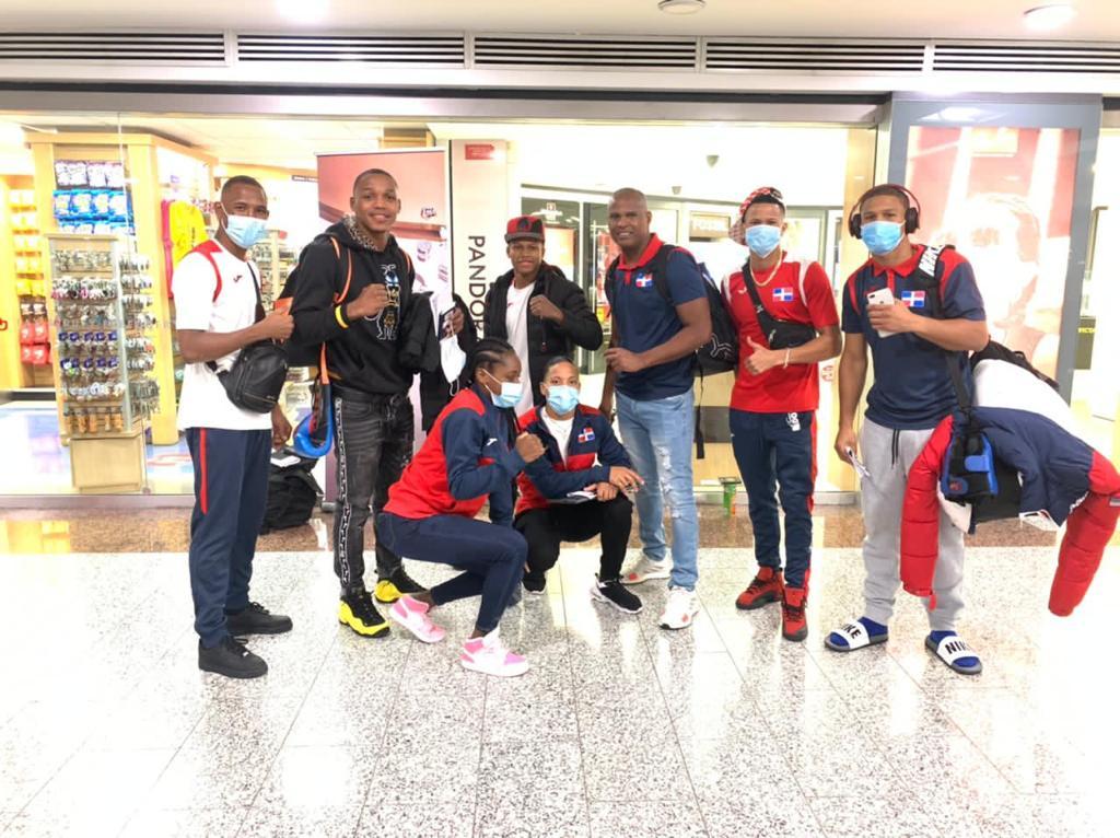 Boxeadores olímpicos dominicanos viajan hacia Colombia