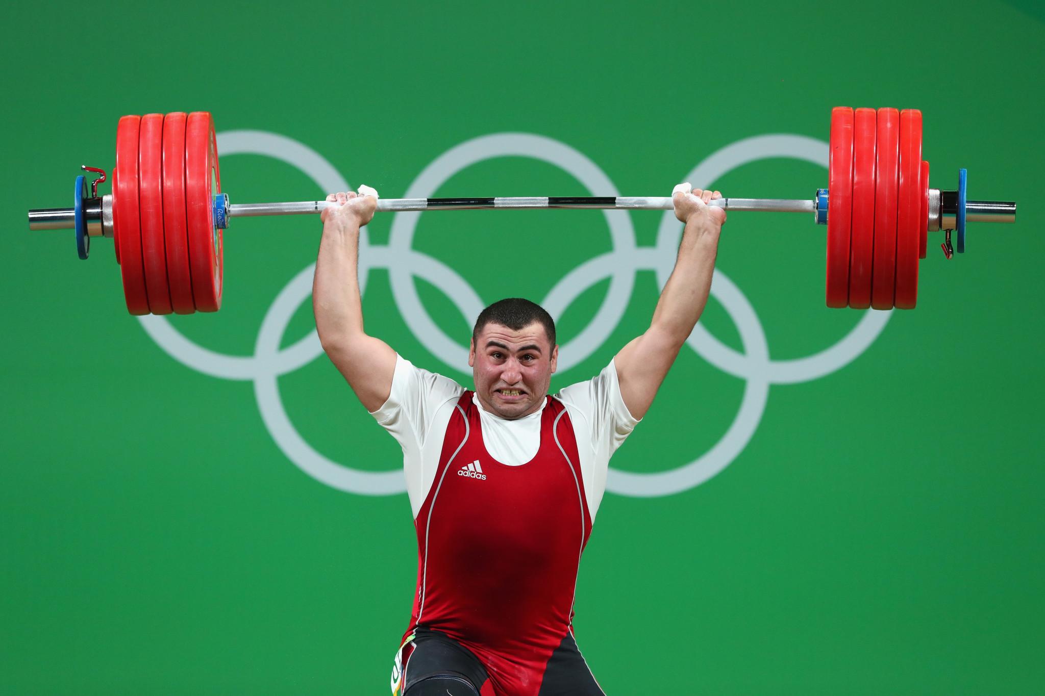 Investigan campeón olímpico luego de accidente fatal