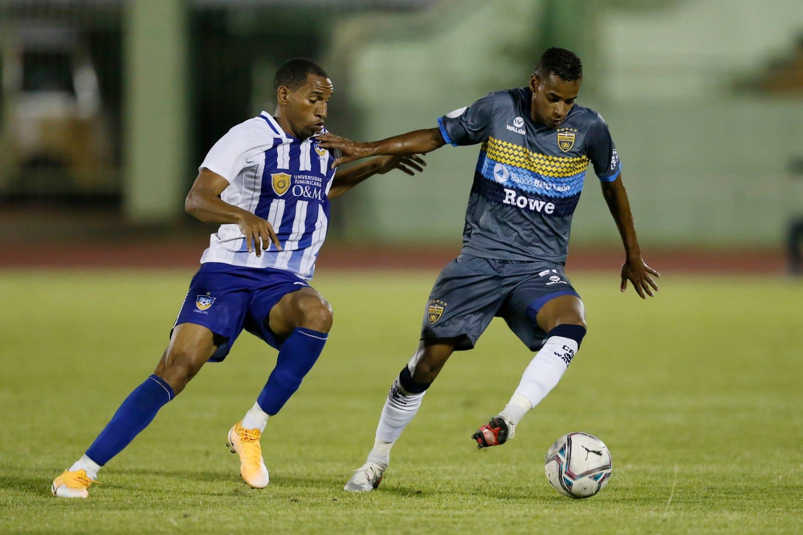 Universidad O&M derrota al Atlético Pantoja dos goles por uno