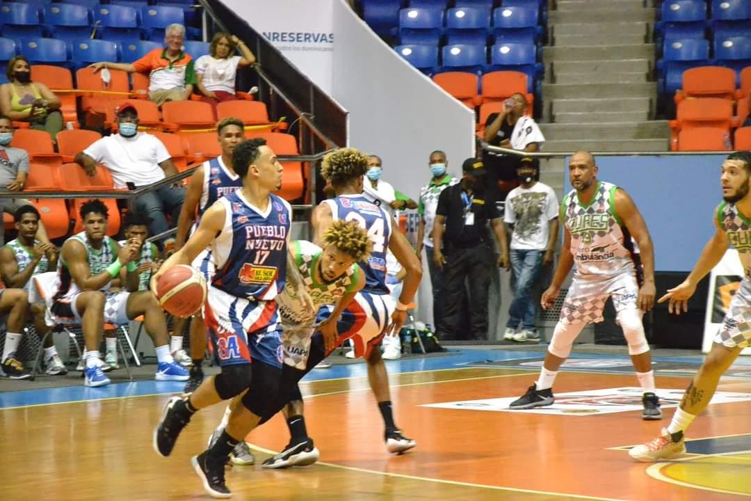 Cupes ocupa la cima del torneo de baloncesto superior de Santiago