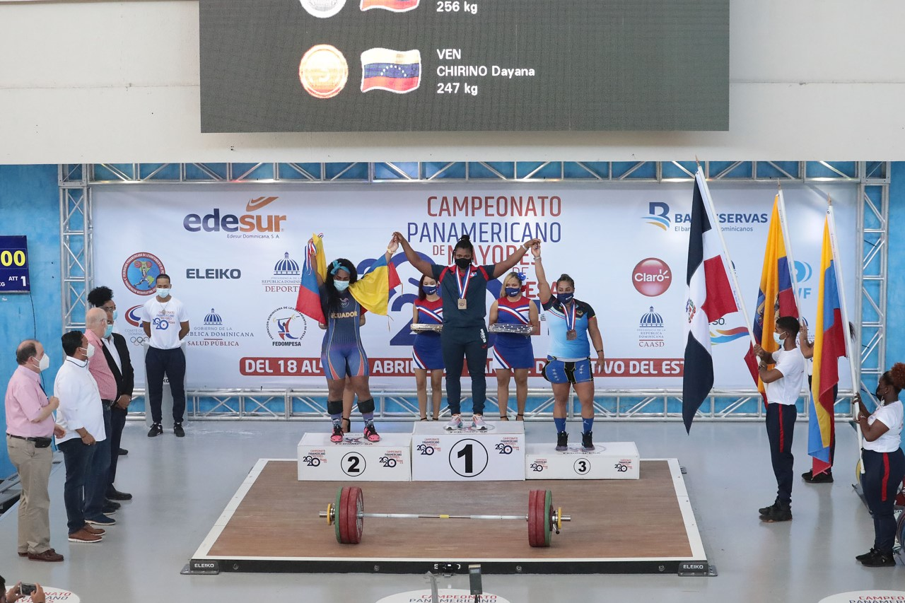Crismery gana dos oros, una plata y récord en Panam de Pesas