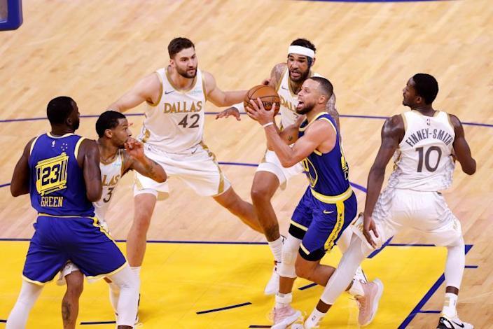 Jazz y Nets clasifican para 'playoffs'; Bucks y Mavericks se acercan
