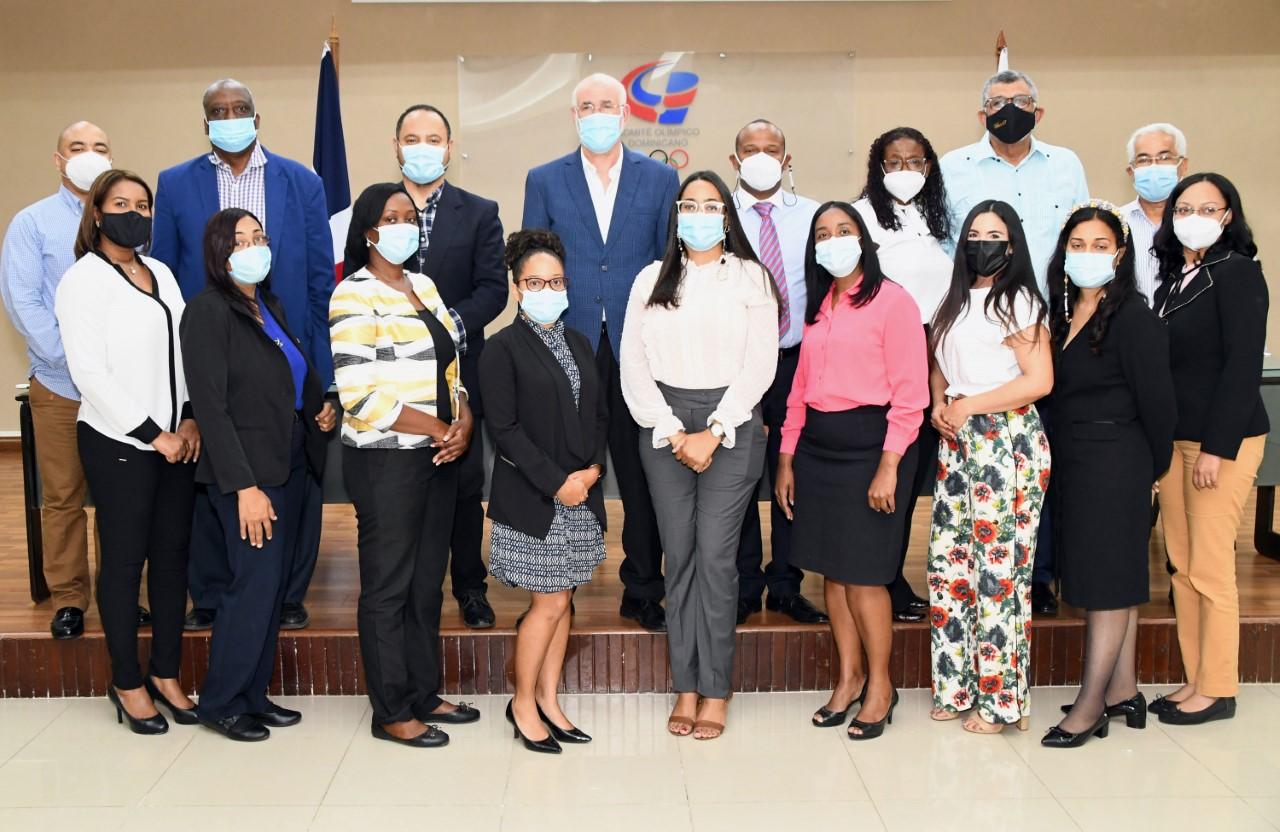 Antonio Acosta destaca la labor de las secretarias del COD