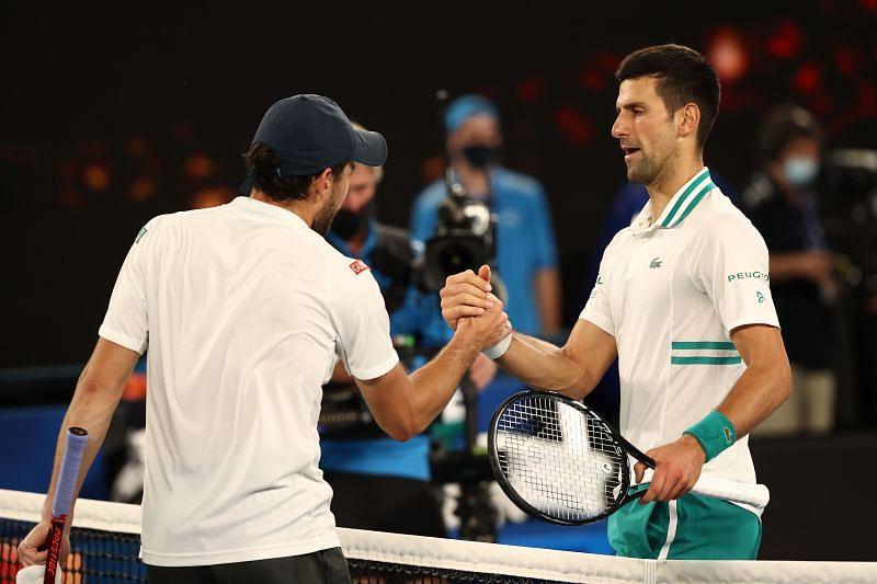 Djokovic cae contra Karatsev y se queda sin título ante su público