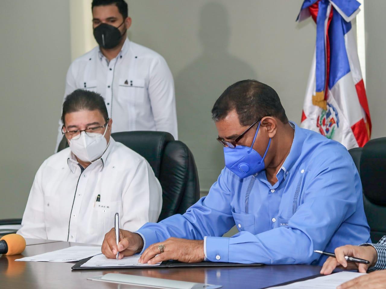 Miderec y Energía y Minas firman un acuerdo