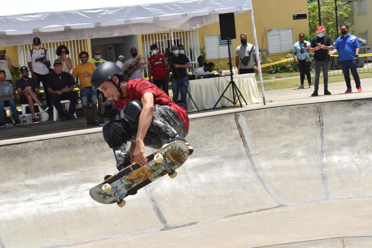 Cuervo y de Castro lideran primer Campeonato Nacional de Skateboard