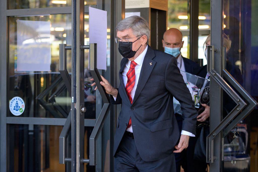 Presidente del COI interviene en planes de la Superliga mientras Infantino envía una advertencia