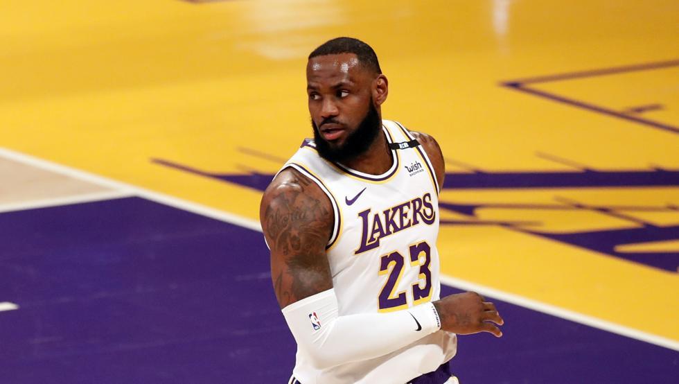 LeBron retorna y los Lakers ganan frente a Pacers