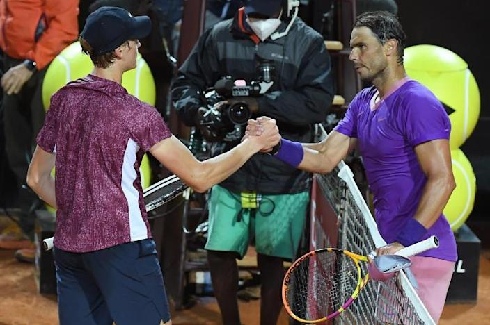 Nadal, Zverev, Tsitsipas y Garbiñe progresan en torneo Roma