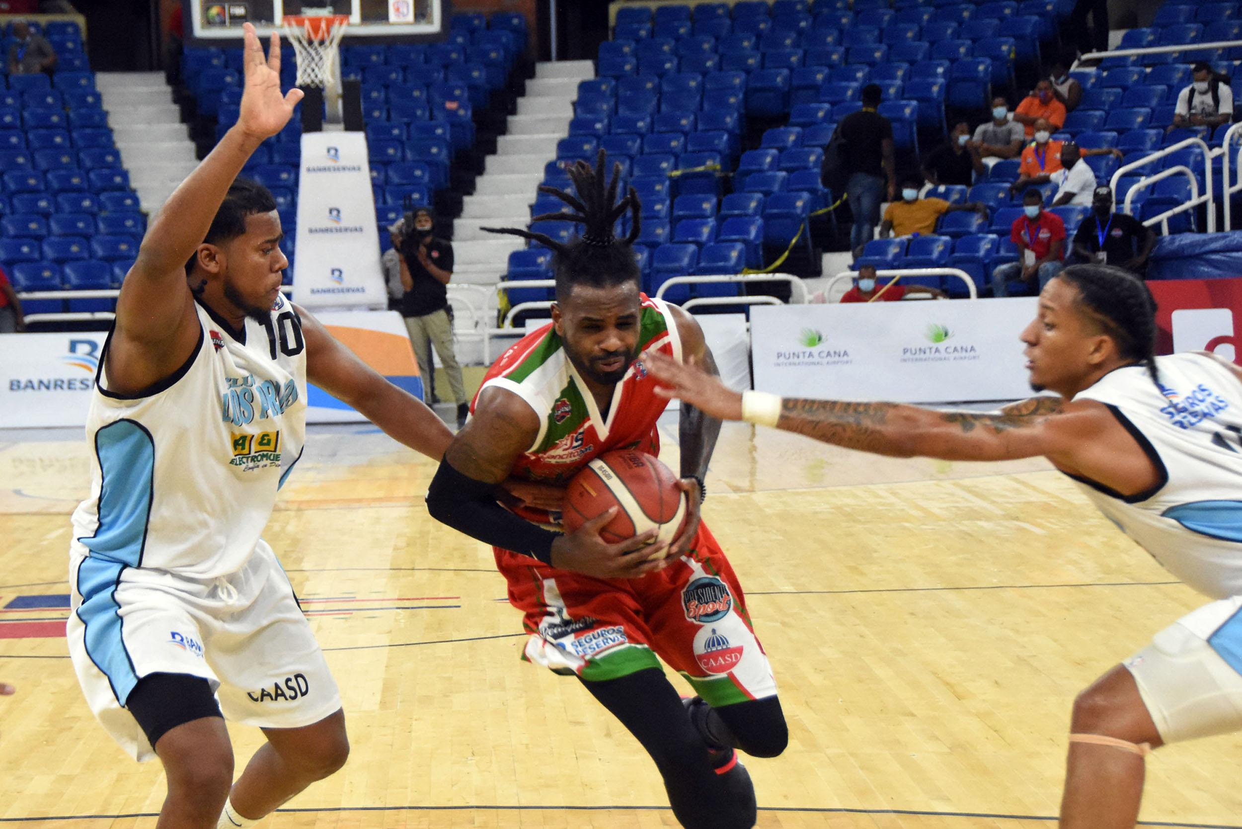 Bameso conitúa en la lucha; Huellas gana y empata con el Barias en el tercer lugar