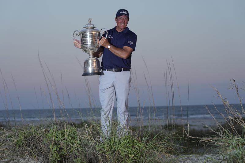 Con 50 años, Mickelson gana el Campeonato de la PGA