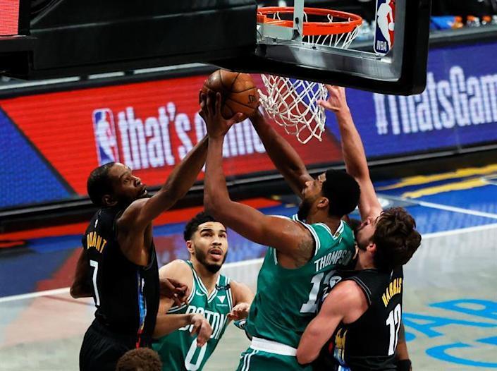 Nets y Mavericks ponen la serie 2-0; Lakers empatan con Suns