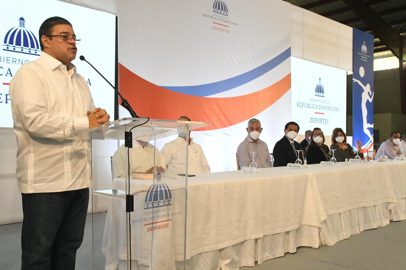 Francisco Camacho proclama el renacer del deporte en Santiago
