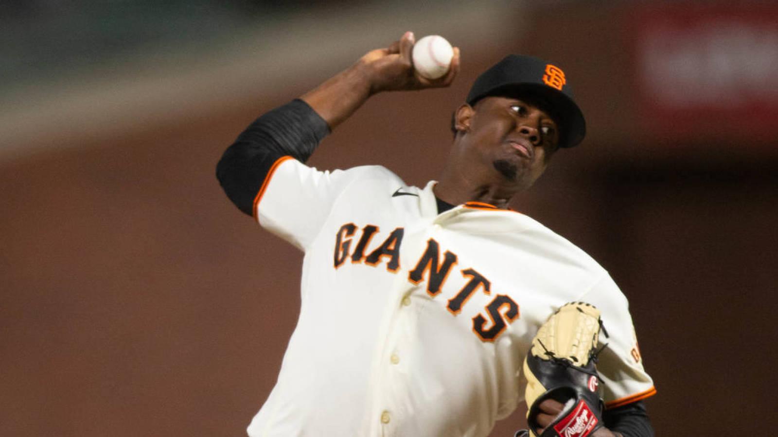MLB suspende 80 partidos por dopaje a pitcher dominicano de Gigantes