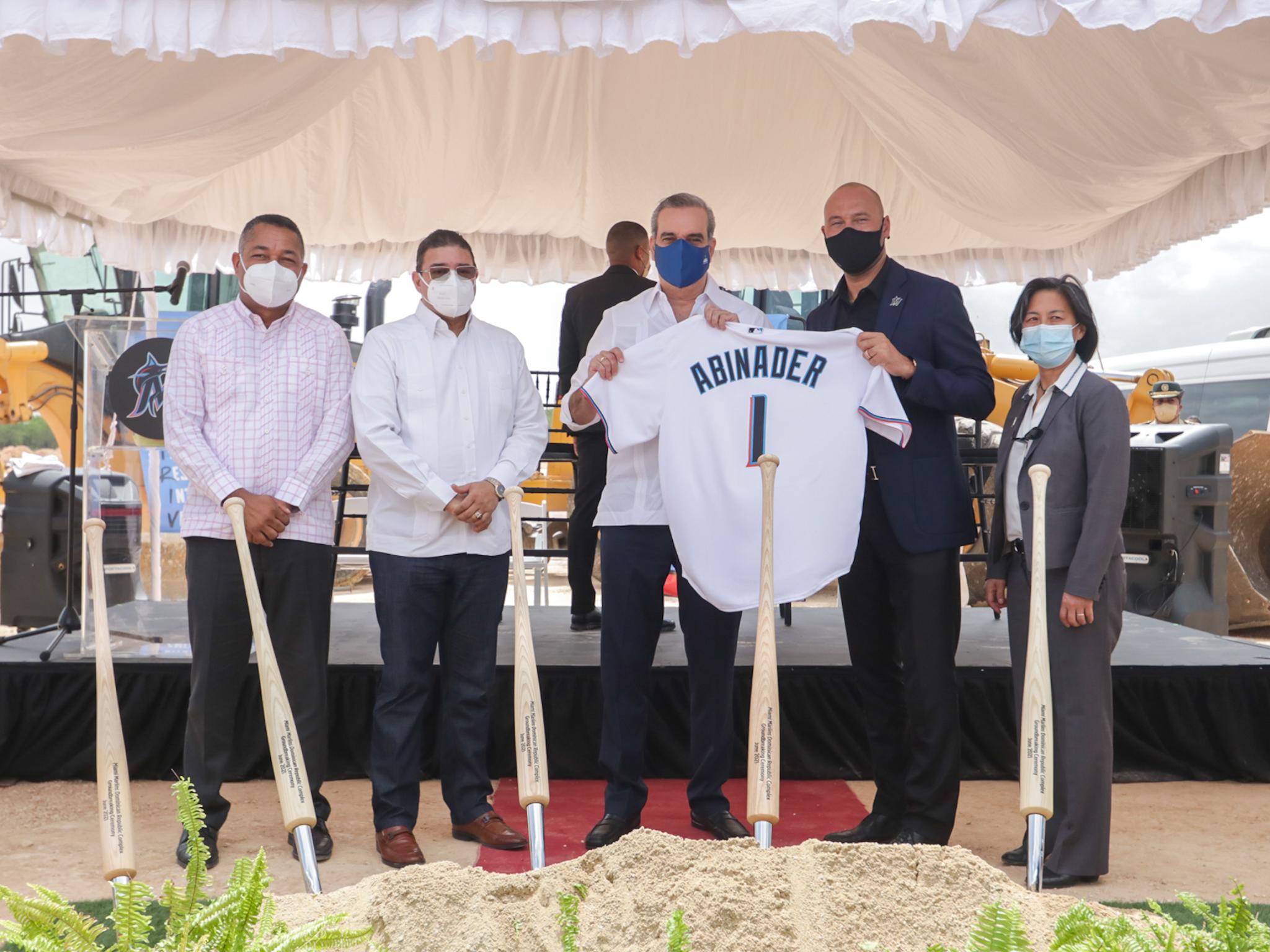 Abinader encabeza inicio construcción de academia Marlins de Miami