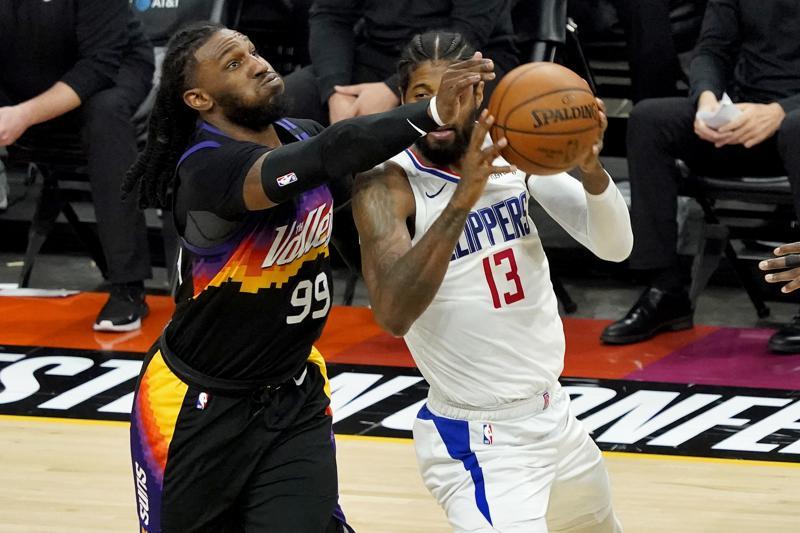 Clippers vencen a los Suns y evitan la eliminación