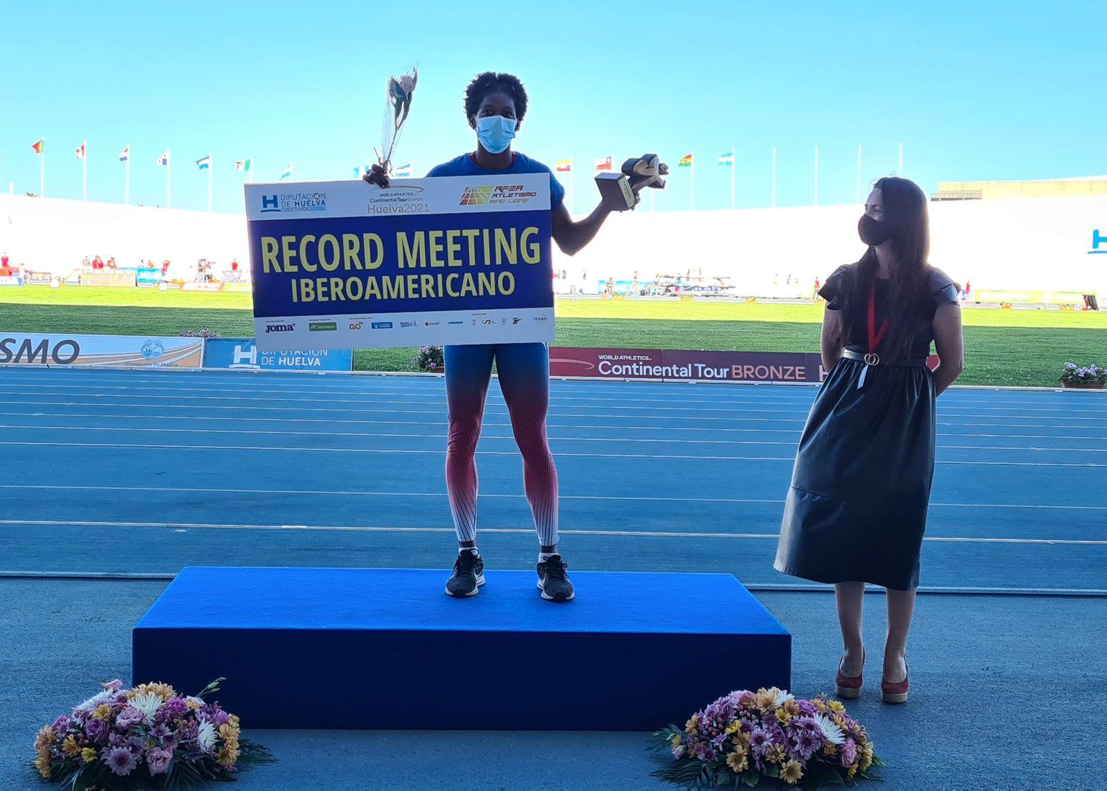 Paulino y Ogando ganan oro en Meeting de Huelva; Medina bronce
