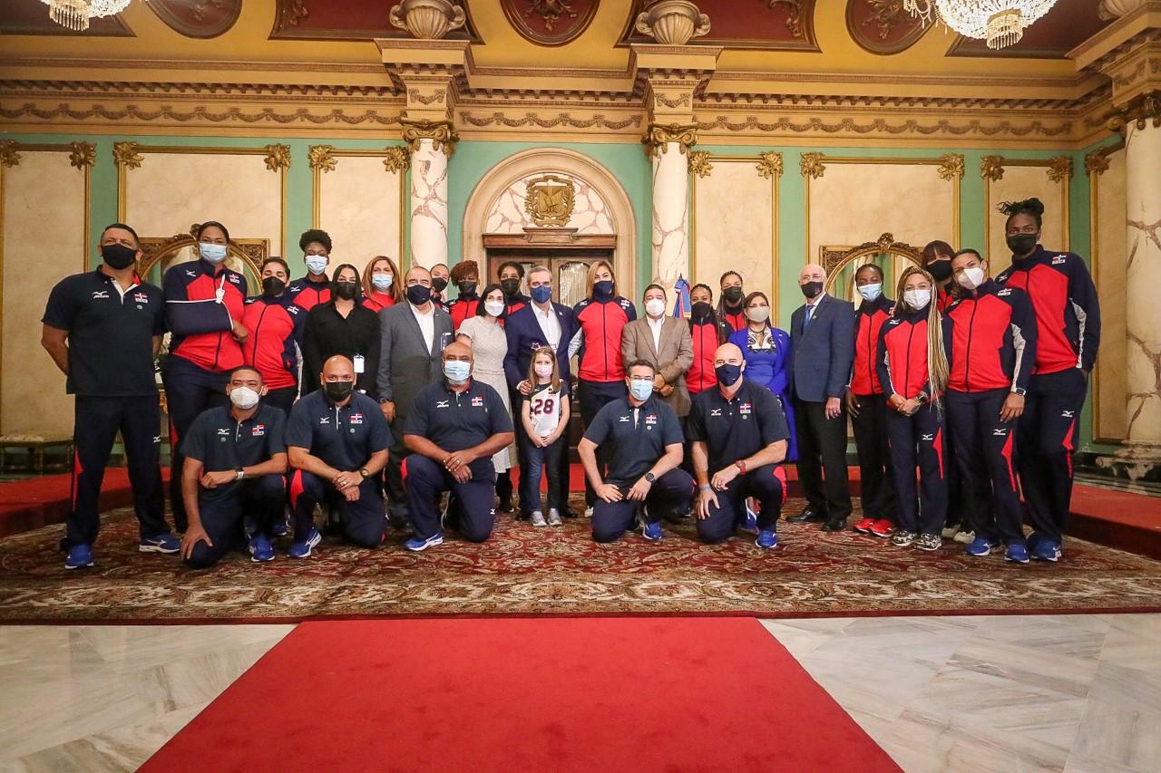 Presidente Abinader da cálido recibimiento a las Reinas del Caribe