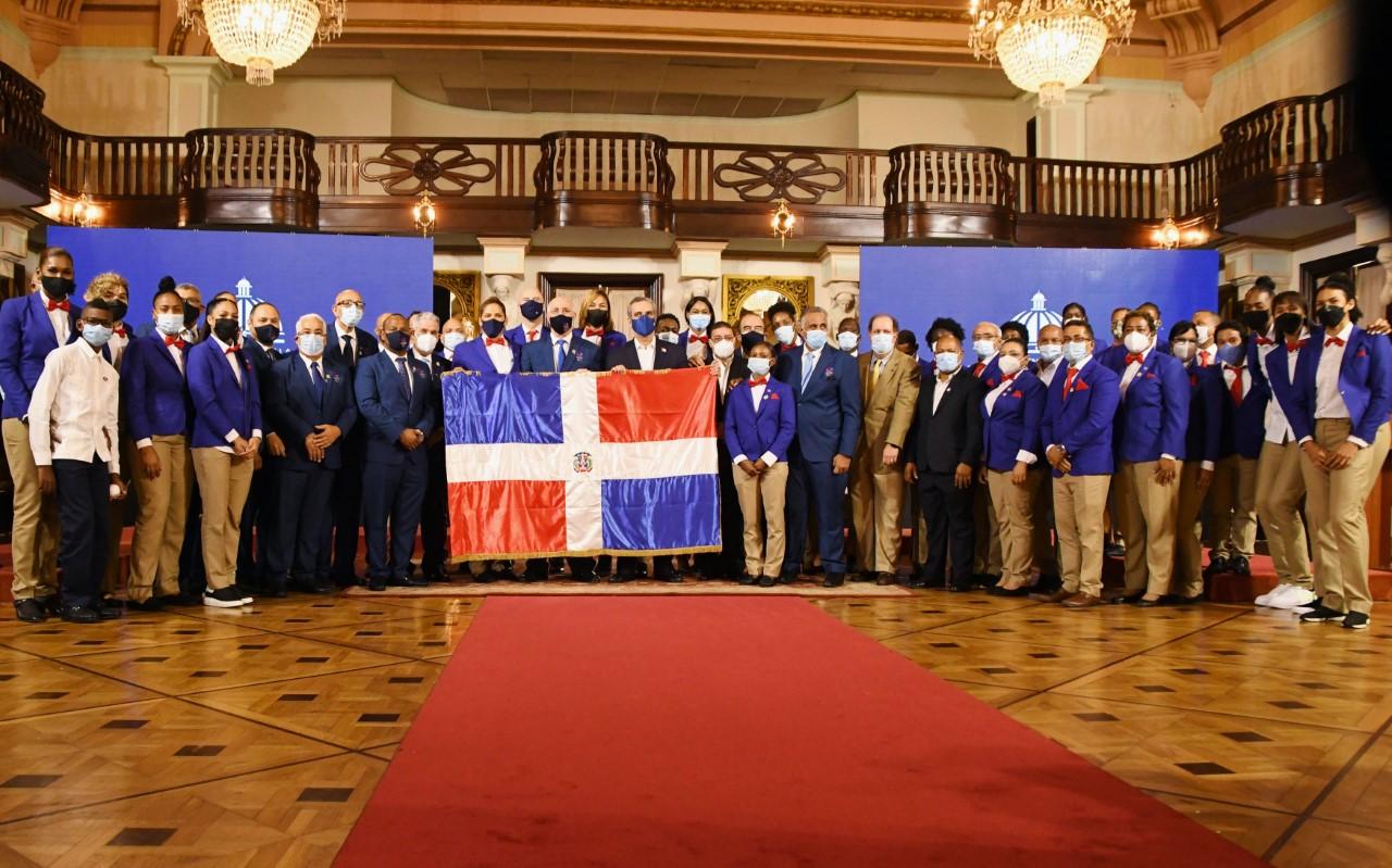 Presidente Abinader entregó la Bandera delegación JJOO Tokio