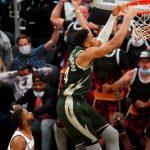 Milwaukee se pone a un triunfo de su primer campeonato en 50 años