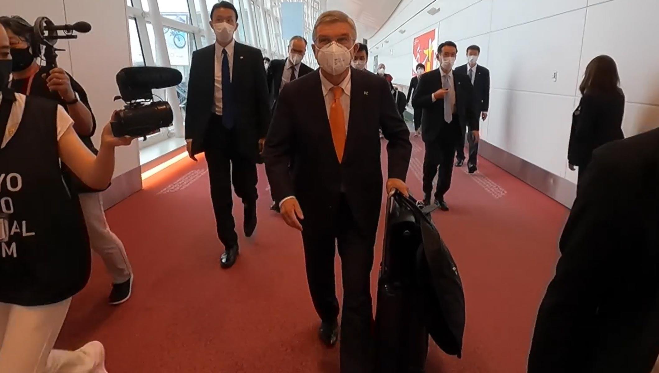 Presidente del COI llega a Japón antes de los Juegos Olímpicos de Tokio 2020