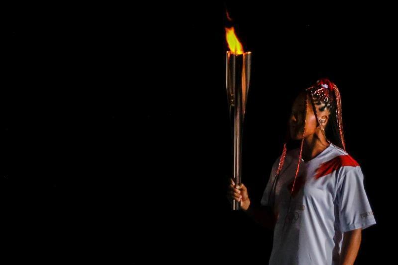La tenista Naomi Osaka enciende el pebetero Juegos de Tokio