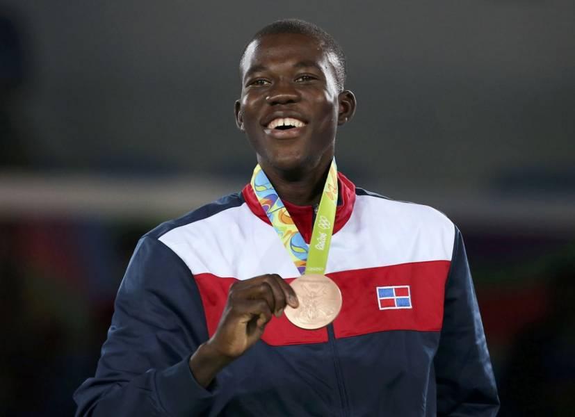 Medallistas olímpicos se pondrán su propia presea en Tokio