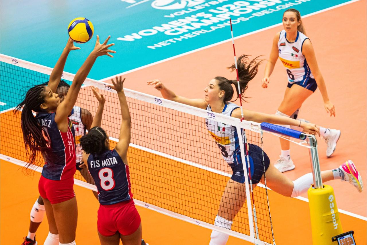 Italia barre a selección dominicana en mundial voleibol femenino