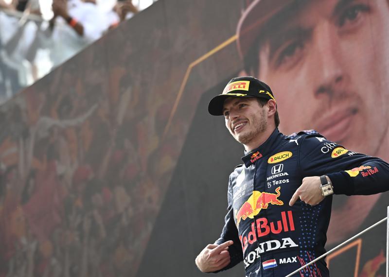 Verstappen gana GP de Austria, aumenta ventaja en campeonato