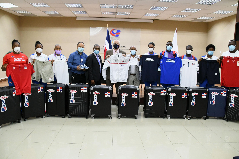 COD inicia entrega de indumentaria a deportistas van a los JJOO