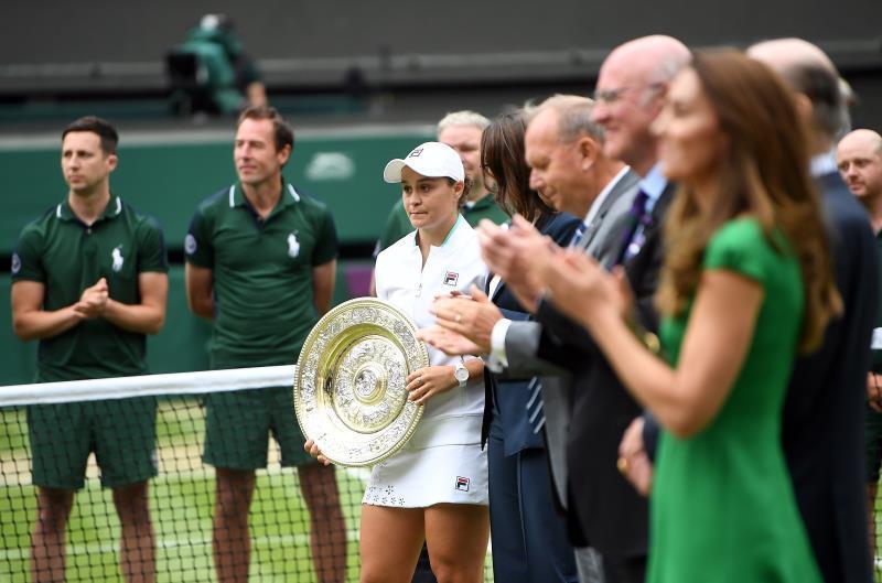 Barty desarbola a Pliskova y levanta su primer Wimbledon