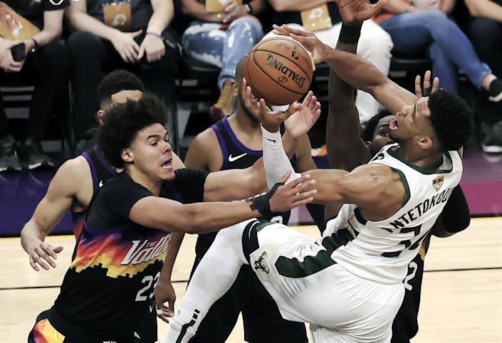 Los Suns se anotan el primer partido de las Finales ante los Bucks