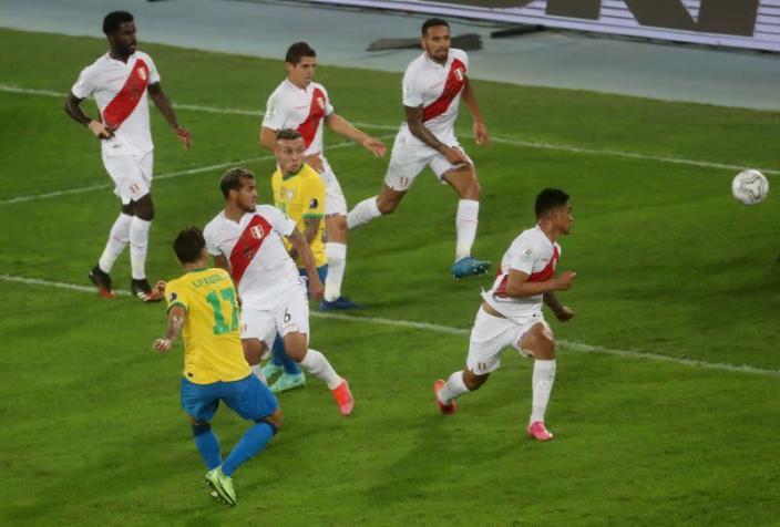 Brasil se impone ante Perú y es finalista de la Copa América