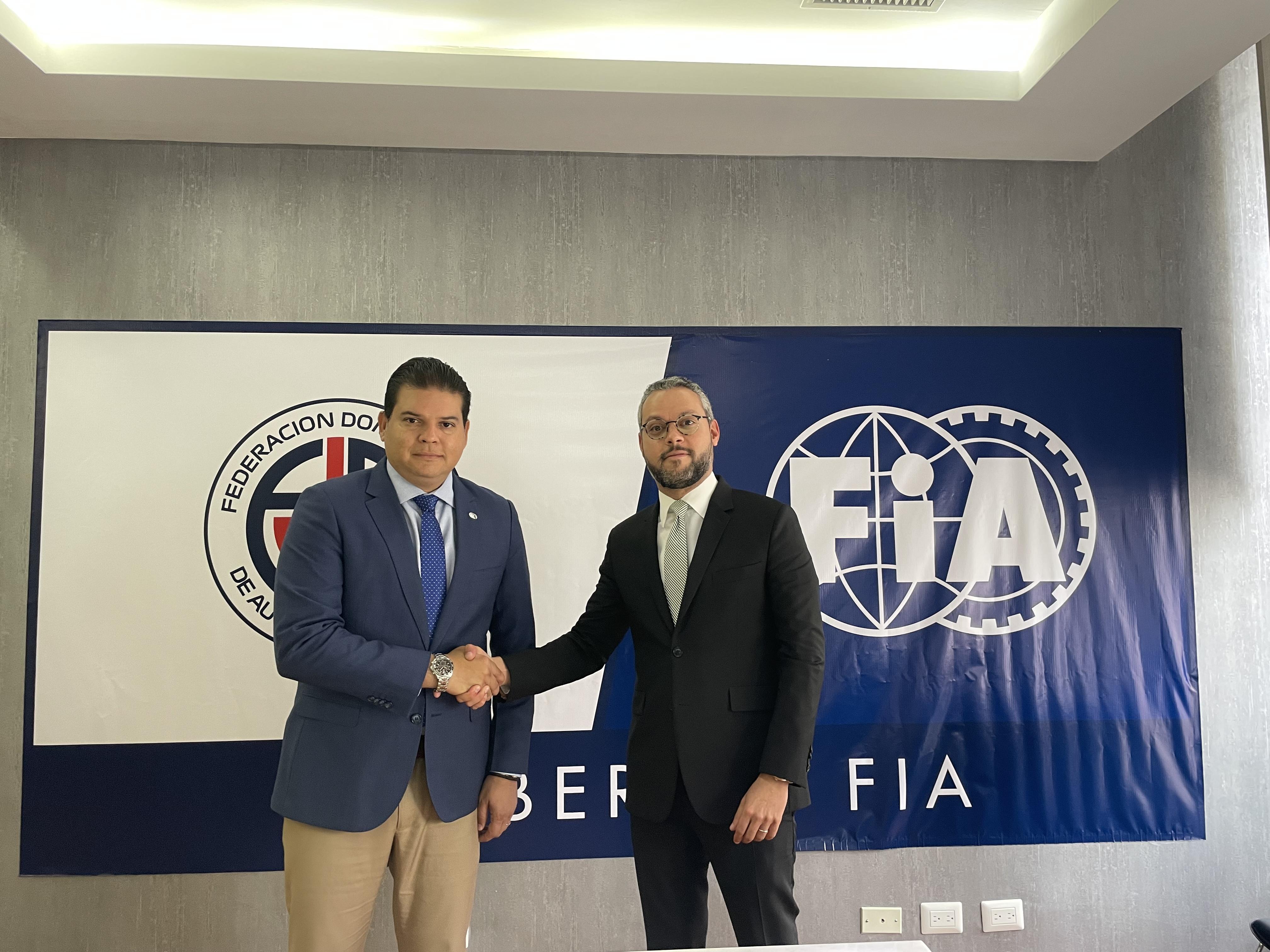 Federación de Automovilismo firma alianza para certificar mejores pilotos del país